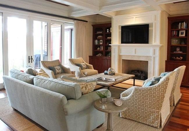 Классическая просторная гостиная в Американском стиле