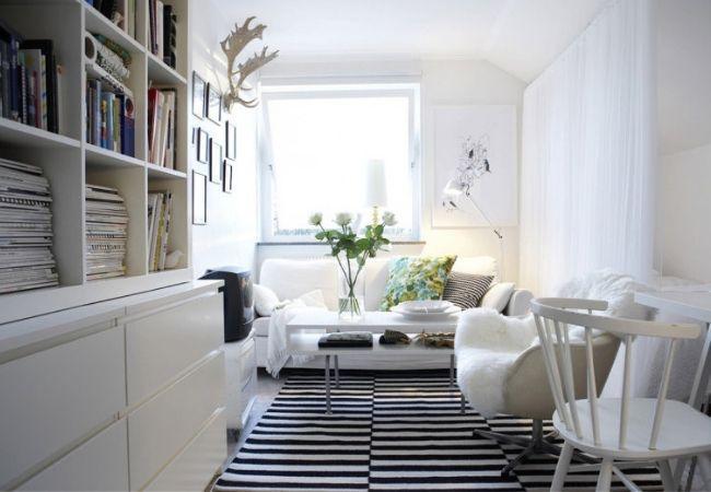 Уютный белый дизайн квартиры с цветными акцентами