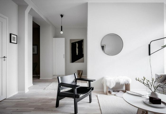 Белый дизайн в современном стиле с контрастными элементами