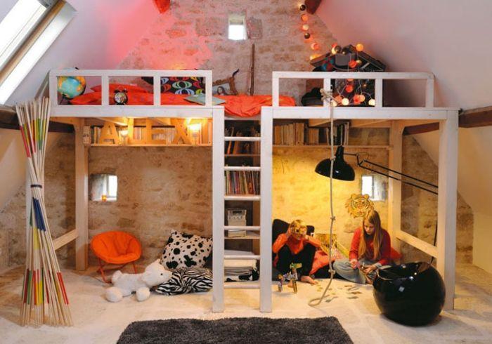 Комната двух девочек с кроватями-чердаками