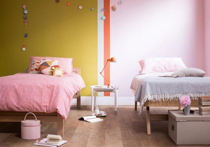 Детская двух девочек с зонированием цветом