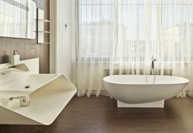 Светлая ванная комната в смешанном стиле