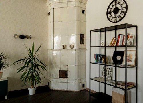 Косметическая отделка комнаты с камином в старом фонде СПб