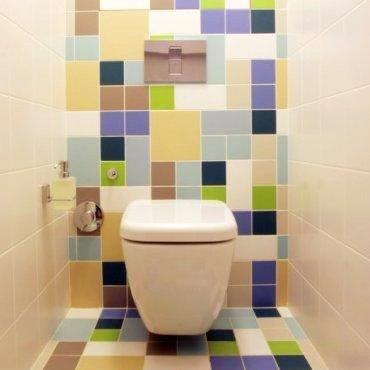 Квадратная плитка в туалете