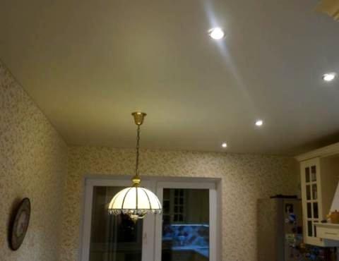 Натяжной потолок, флизелиновые обои