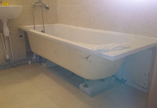 Установка ванной от застройщика