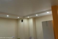 Ремонт эконом класса, монтаж потолка из гипрока со встроенными светильниками