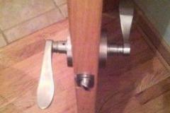 Пример некачественного оформления двери