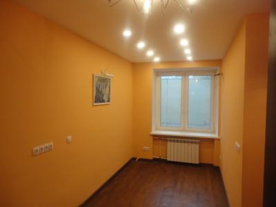 Дизайнерский ремонт спальни, натяжной потолок с диодным освещением