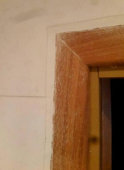 Никто не говорил, что класть плитку вокруг дверного проёма - просто