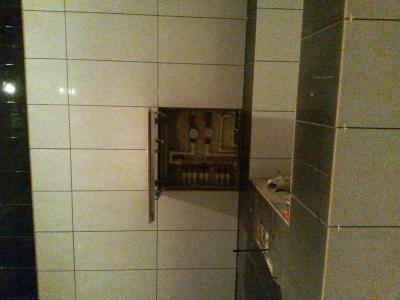 Ремонт совмещённой ванной под ключ, скрытый лючок под плиткой