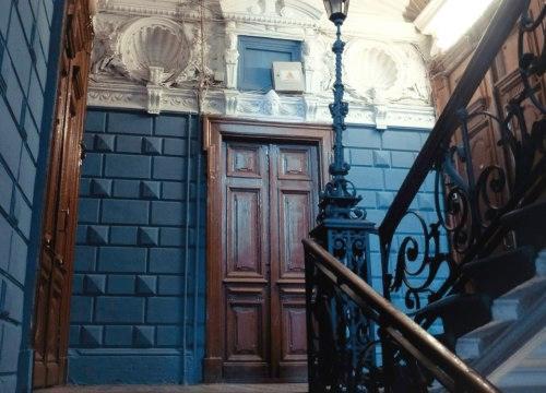 Подъезд квартиры в старом фонде СПб