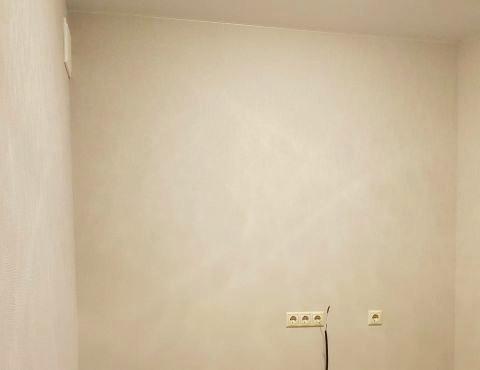 Поклейка флизелиновых обоев в комнате