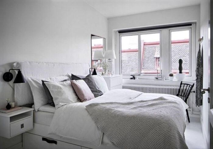 Светлая спальня на последнем этаже
