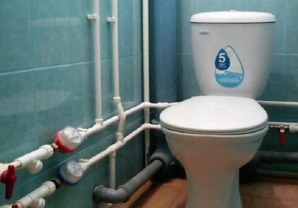 Разводка полипропиленовых труб в туалете СПб