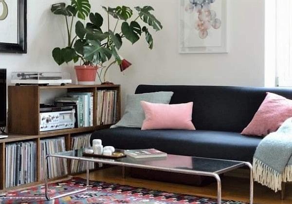 Небольшая уютная гостиная в стиле Ретро