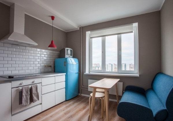 Кухня в 2-комнатной квартире с элементами советской классики