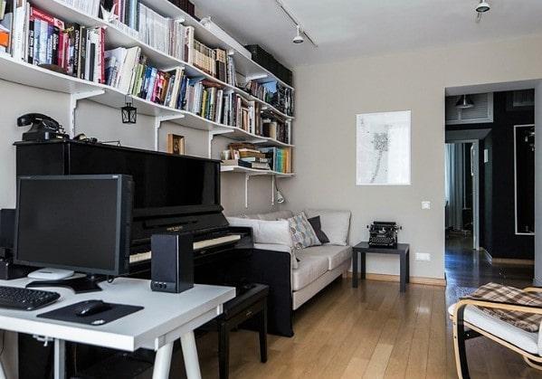 Гостиная с рабочей зоной в двухкомнатной квартире
