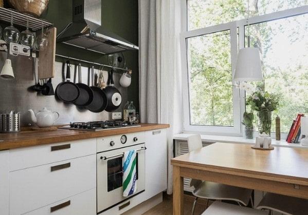 Светлая кухня в 2 комнатной квартире в старом фонде
