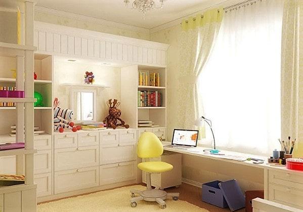 Светлая детская комната в нежно-жёлтом цвете