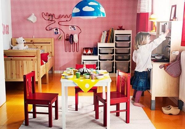 Ремонт детской для любознательной малышки со столиком посередине