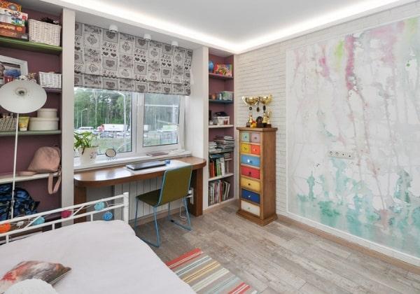 Интересный вариант - оформить розетки в мебель, на фотографии - розетки под столом, встроены в правую ножку рабочего стола