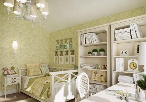 Дизайн детской для девочки в нежных оливковых цветах, светлый и уютный Прованс