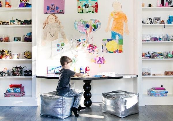 Творческая зона в комнате будущего художника