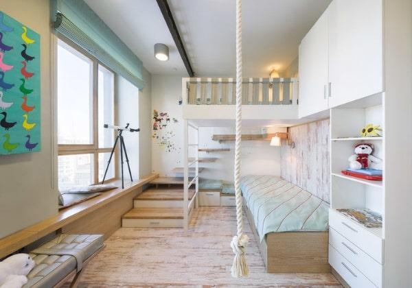 Лёгкий и светлый ремонт в комнаты для двух мальчиков младшего возраста, обилие естественного света и деревянной текстуры, двухъярусная кровать