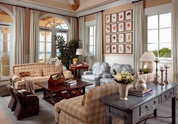 Очень светлая гостиная в стиле Кантри