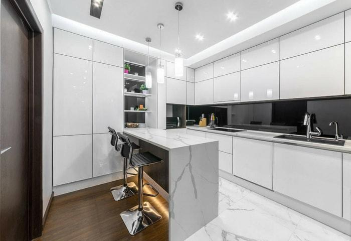 Ремонт кухни в стиле Хай-тек в белом цвете с контрастными деревянными элементами