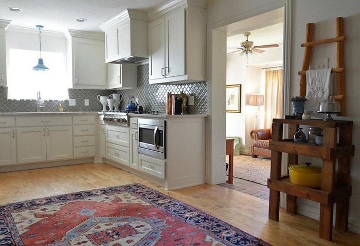 Капитальная перепланировка при ремонте в квартире Корабле, расширение кухни, отказ от полноценных дверей в пользу арочных проёмов