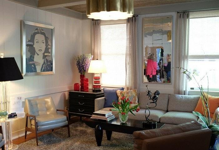 Ремонт гостиной в Корабле, тёплые цвета, лёгкие занавески, обилие естественного и искусственного света