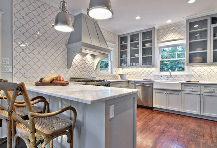 Тёмный ламинат из натурального дерева на кухне в стиле Модерн