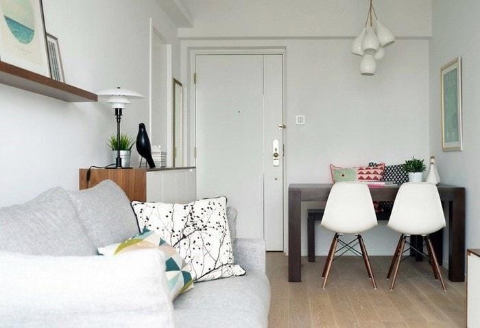 Большие прямоугольные столы в интерьере могут выполнять сразу несколько функций: рабочее место, обеденное место, стол для приёма гостей