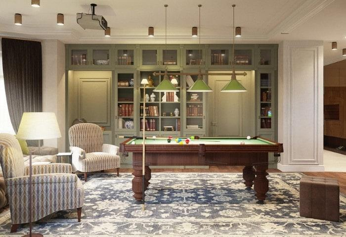 Комната отдыха в классическом стиле, стол для бильярда