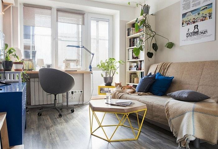 Вариант удачного скандинавского стиля в российской квартире, бежевая база и синие акценты
