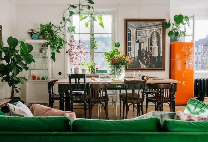 Нетипичный Сканди с контрастными яркими цветами, квартира в Стокгольме