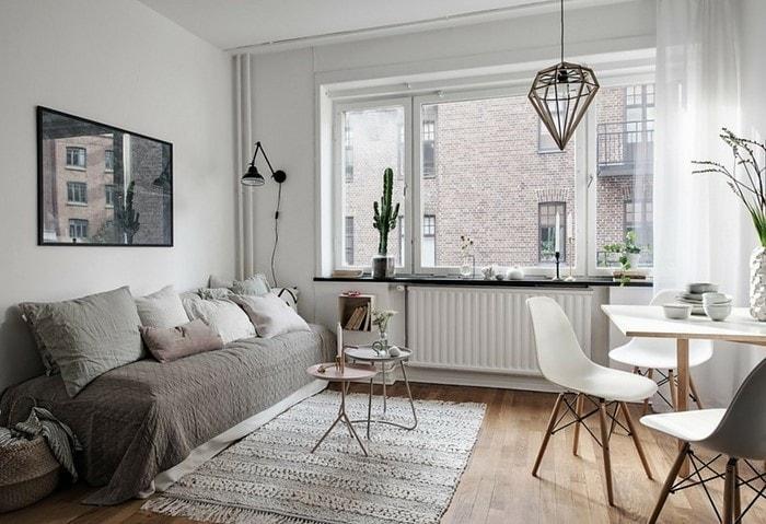Комната в скандинавском стиле, базовый белый разбавлен пепельными акцентами