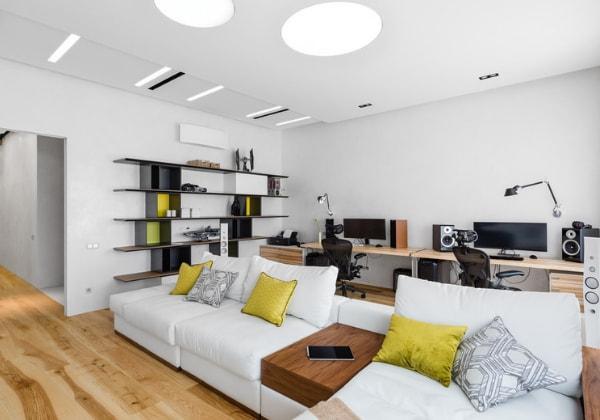 Функциональный ремонт в стиле минимализм в просторное квартире любителей поработать (см. два рабочих стола)
