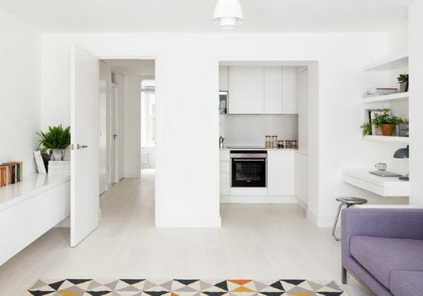 Идеально ровные белые стены и потолки в ремонте в стиле минимализм