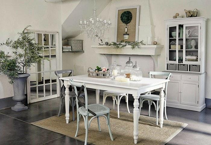 Ремонт столовой в стиле Прованс, винтажная деревянная мебель, стол с резными ножками