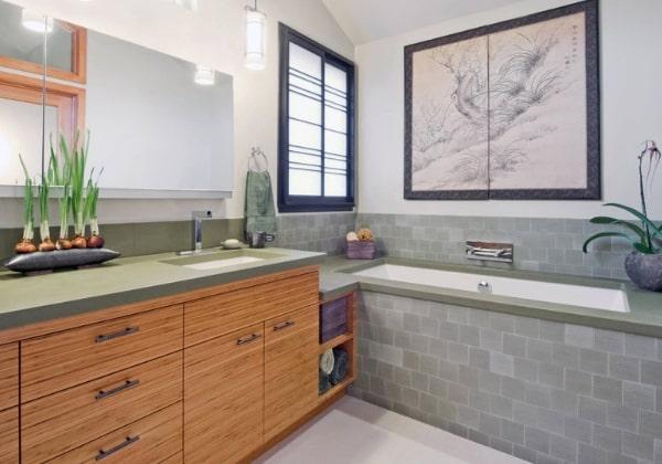 Более сдержанный вариант ремонта ванной в Японском стиле, болотно-зелёная плитка оригинально сочетается со столешницей из светлого дерева
