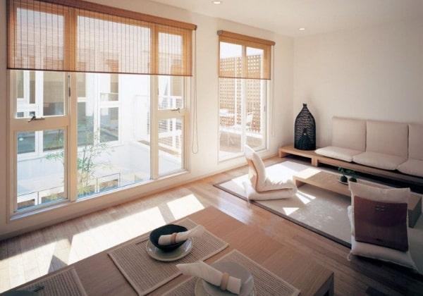 Просторное помещение с обилием естественного света и минимальным набором необходимой мебели - идеальный вариант Японского ремонта