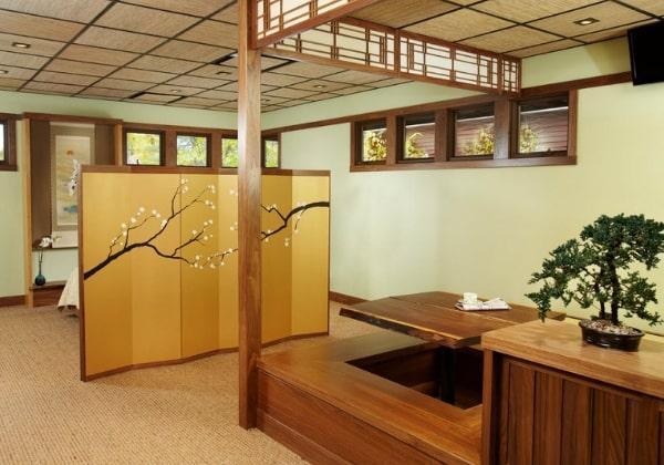 Традиционный вариант зонирования помещения в Японском стиле - с использованием ширмы