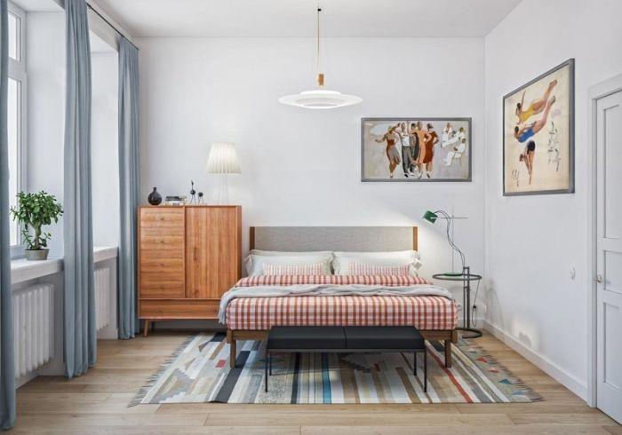 Уютная спальня с минимальным набором мебели