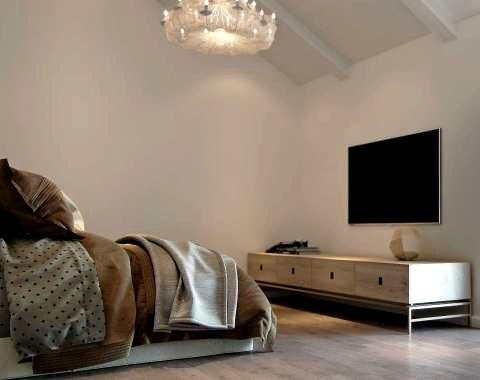 Ремонт таунхауса, спальня с телевизором СПБ