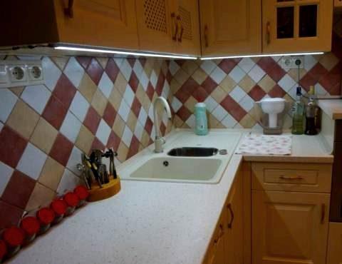 Укладка кафельного фартука на кухне