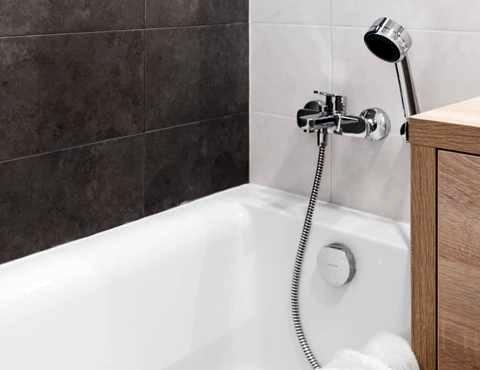 Установка новой акриловой ванны